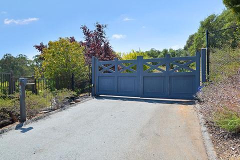 105 Bella Vista Dr, Hillsborough, CA 94010