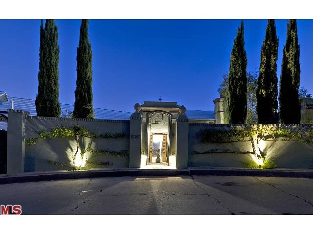 9360 Readcrest Dr, Beverly Hills, CA