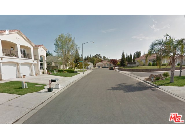 7742 N Debra Avenue, Fresno, CA 93722