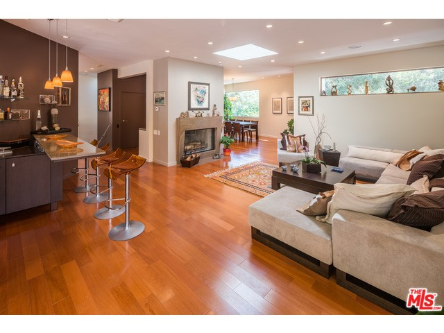 2520 Benedict Canyon Dr, Beverly Hills, CA