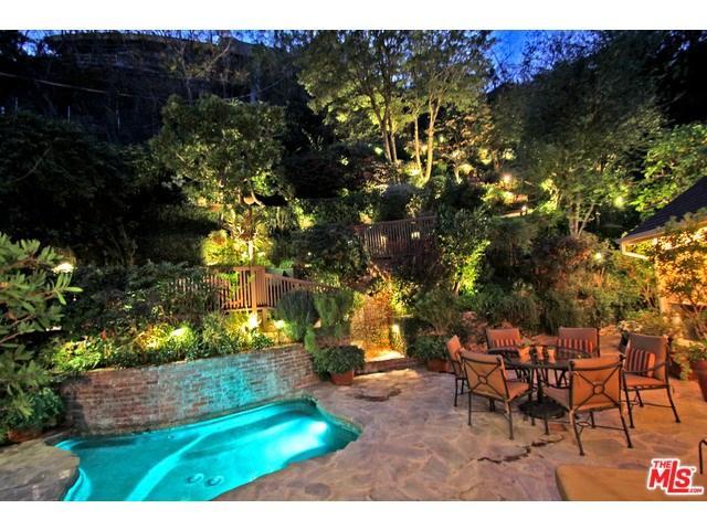 1369 Bobolink Pl, West Hollywood, CA