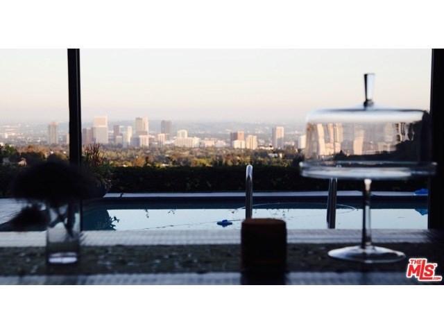 10727 Stradella Ct, Los Angeles, CA 90077