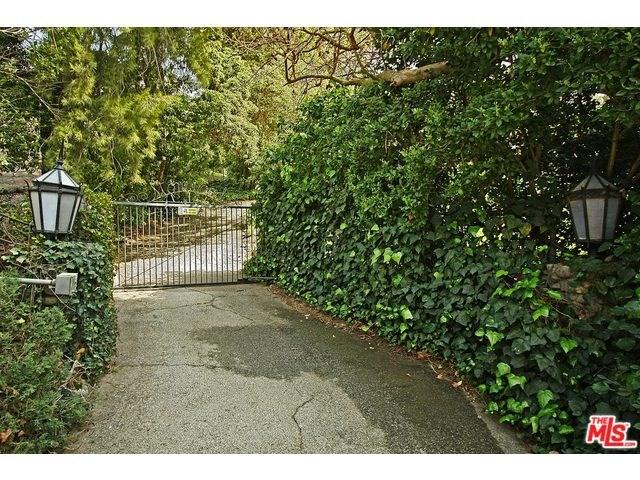 2720 Benedict Canyon Dr, Beverly Hills, CA 90210