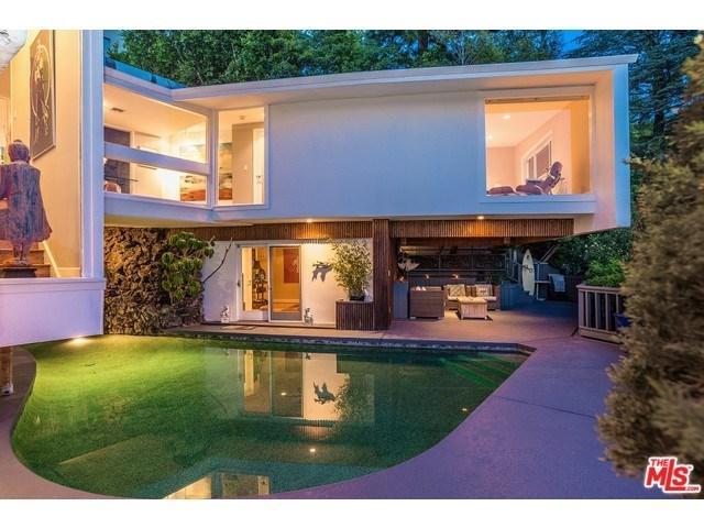 9390 Lloydcrest Dr, Beverly Hills, CA 90210
