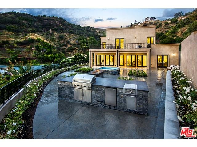 9484 Gloaming Dr, Beverly Hills, CA