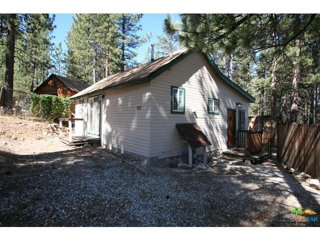 39975 Hillcrest Dr Big Bear Lake, CA 92315
