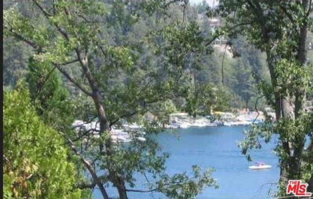 27524 W Shore Rd, Lake Arrowhead, CA 92352