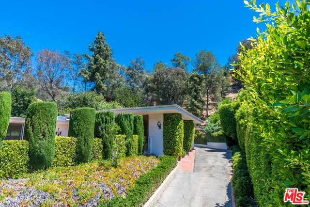 1040 Montego Drive, Los Angeles, CA 90049