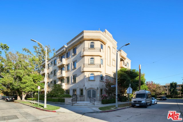 11280 La Maida St #403, North Hollywood, CA 91601