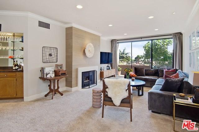 8455 Fountain Ave #301, West Hollywood, CA 90069