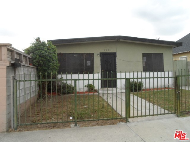 9225 S Budlong Avenue, Los Angeles, CA 90044