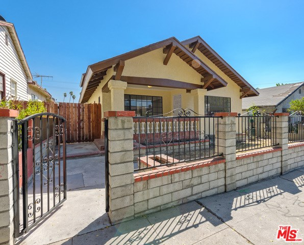 118 Robinson Street, Los Angeles, CA 90026
