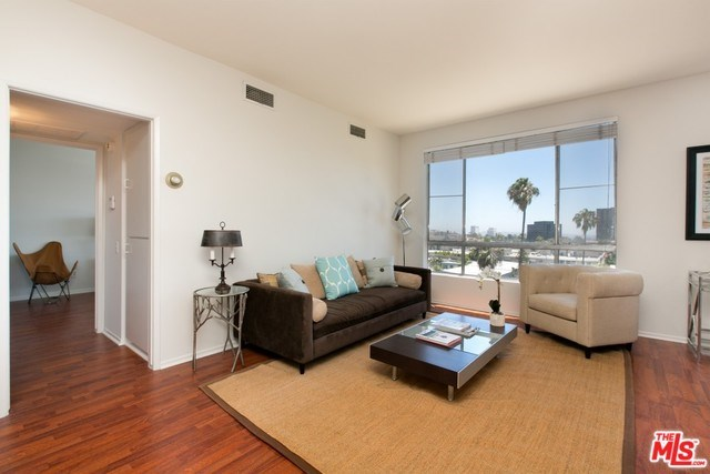 622 S Barrington Avenue #504, Los Angeles, CA 90049