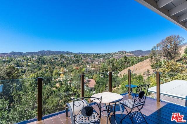 901 Teakwood Rd, Los Angeles, CA 90049