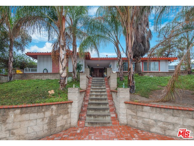 9609 Woodley Ave, North Hills, CA