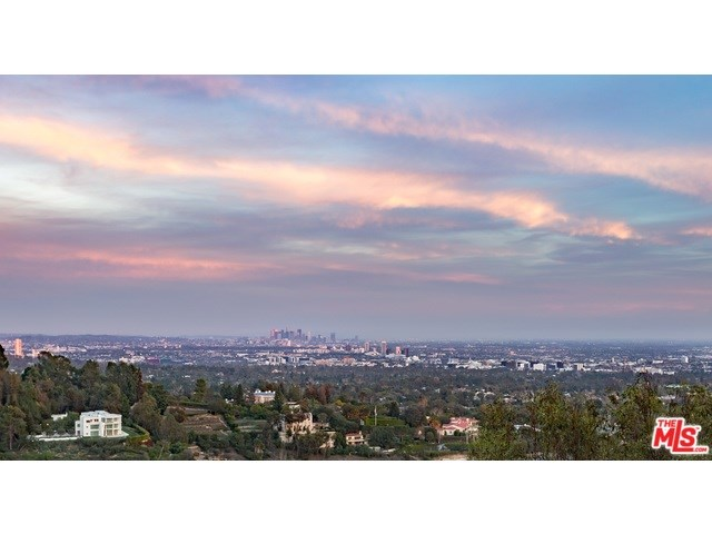 940 Stradella Rd, Los Angeles, CA