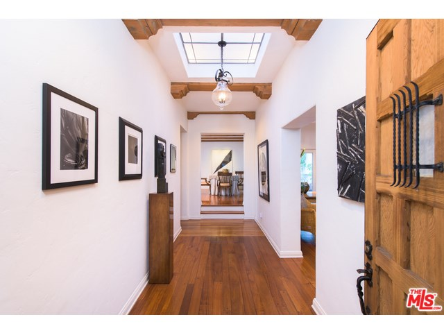 1584 Benedict Canyon Dr, Beverly Hills, CA