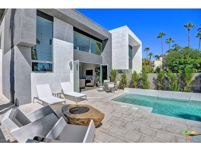 1009 Iris Ln, Palm Springs, CA 92264
