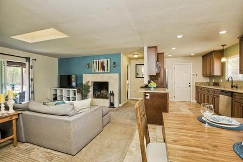 727 Darla Ln, Fallbrook, CA 92028