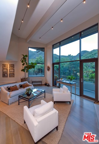 3386 Mandeville Canyon Road, Los Angeles, CA 90049