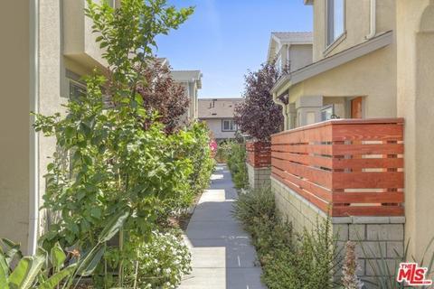 10962 Kittridge St, North Hollywood, CA 91606
