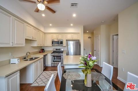 155 S Oxford Ave #302, Los Angeles, CA 90004
