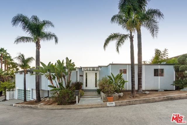 2209 W Live Oak Dr, Los Angeles, CA 90068
