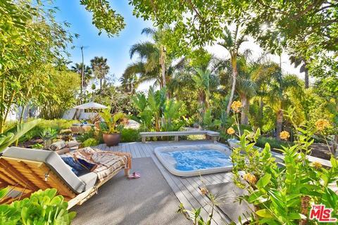 Groovy Serra Retreat Malibu Ca Mobile Homes For Sale 0 Listings Home Interior And Landscaping Spoatsignezvosmurscom