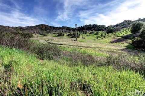 28001 Twin Oaks Calley Rd, Vista, CA 92084