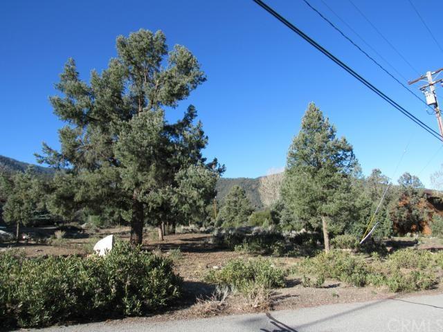 2041 Woodland Dr, Pine Mtn Club, CA 93222