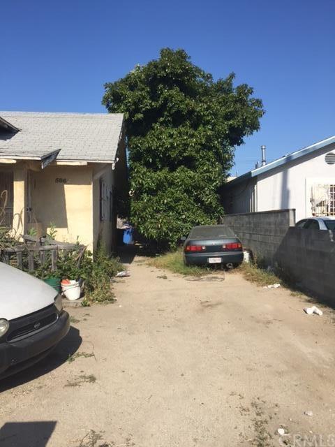5862 S San Pedro Street, Los Angeles, CA 90003