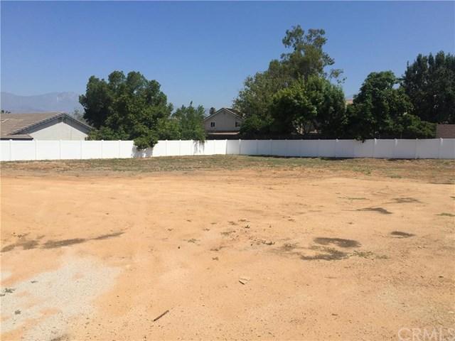 313 Silvertree Ln, Redlands, CA 92374