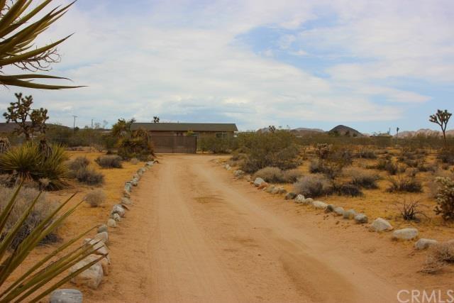 674 Deer Trl Yucca Valley, CA 92284
