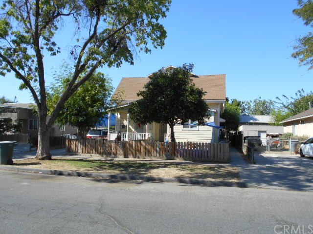 536 W 10th St, Merced, CA 95341
