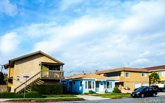 7851 Holt Dr, Huntington Beach, CA