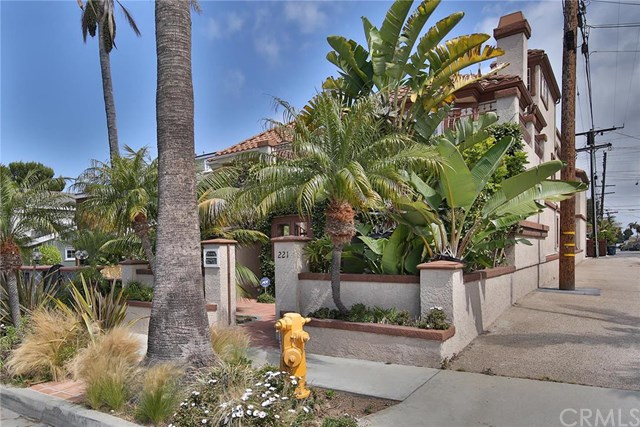 221 Hartford Avenue, Huntington Beach, CA 92648