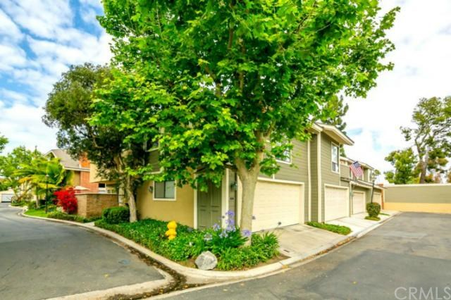 107 Eucalyptus Ln, Costa Mesa, CA