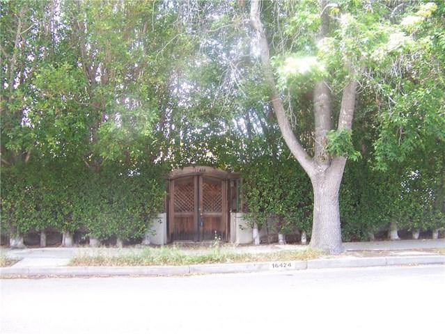 16424 Nordhoff St, North Hills, CA 91343