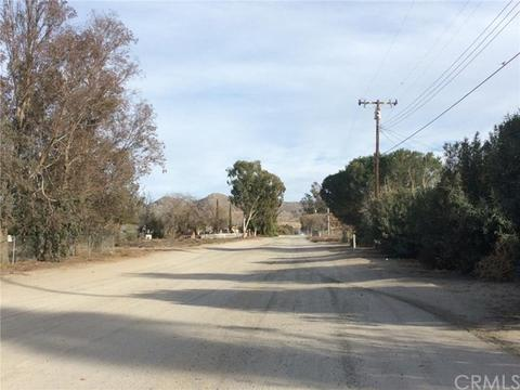 0 5th St, Nuevolakeview, CA 92567