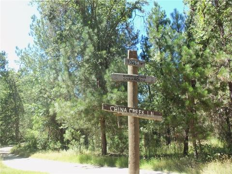 25 China Creek Rd, Oakhurst, CA 93644