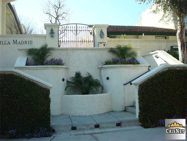 22237 Erwin St, Woodland Hills, CA