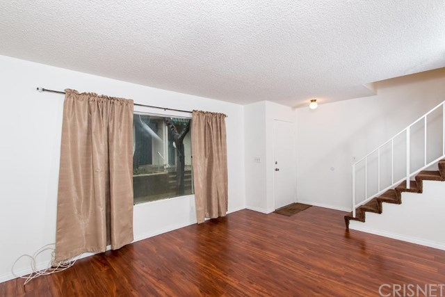 13487 Hubbard St #APT 15, Sylmar, CA