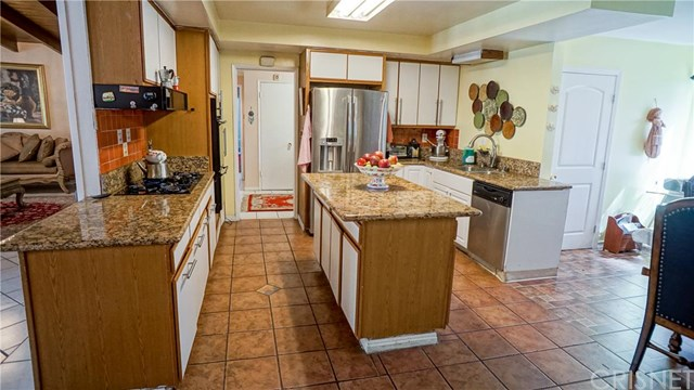 22201 Burbank Blvd, Woodland Hills, CA
