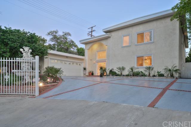 22400 Sylvan St, Woodland Hills, CA