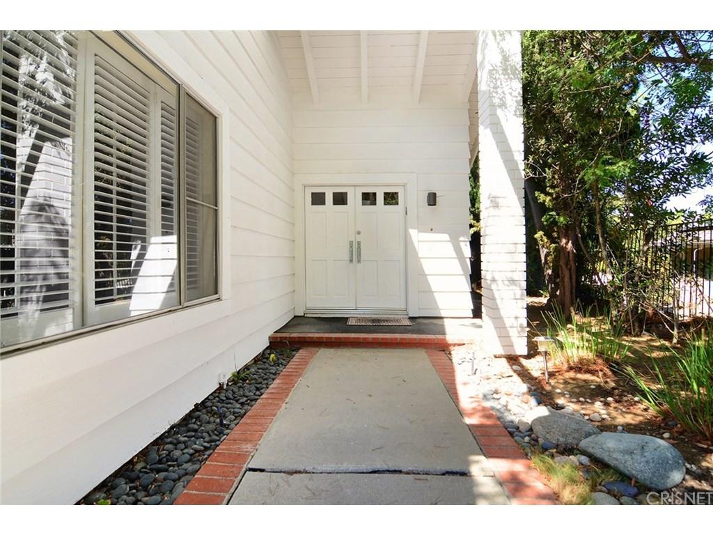 19511 Braewood Drive, Tarzana, CA 91356