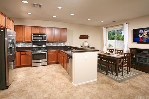 9671 Pine Orchard St, Pacoima, CA 91331