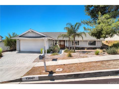 13847 Tucker Ave, Sylmar, CA 91342