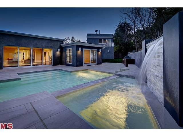 9284 Swallow Dr, West Hollywood, CA 90069