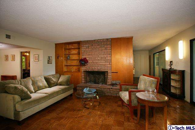 446 S Devonwood Road, Altadena, CA 91001