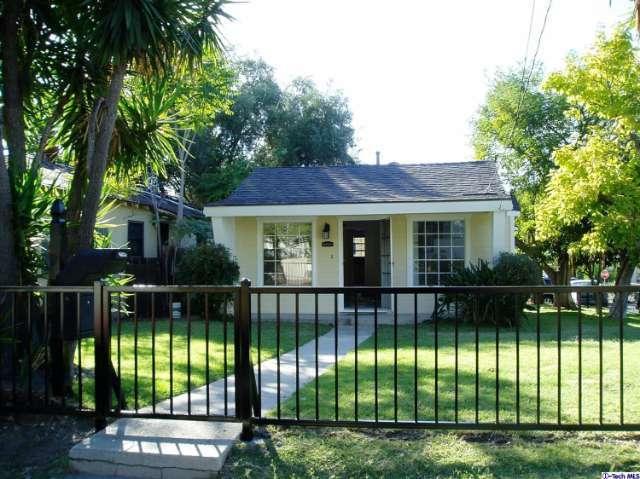 10559 Rhodesia Ave, Sunland, CA 91040